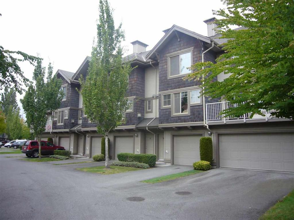 "Main Photo: 38 20761 DUNCAN Way in Langley: Langley City Townhouse for sale in ""WYNDHAM LANE"" : MLS®# R2113725"