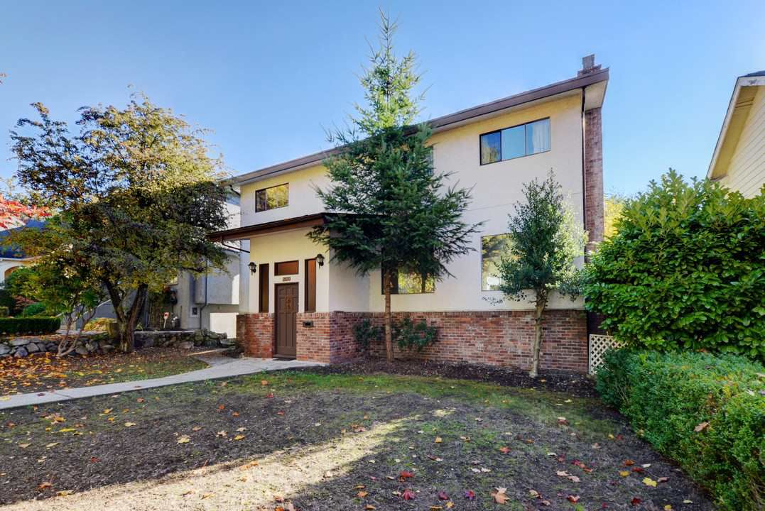 "Main Photo: 3530 W 33RD Avenue in Vancouver: Dunbar House for sale in ""DUNBAR"" (Vancouver West)  : MLS®# R2217833"