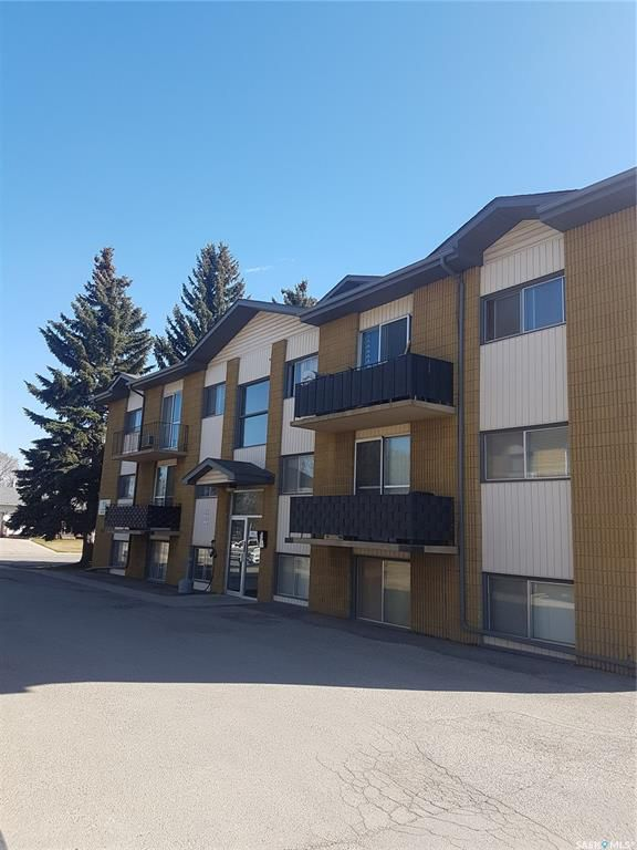 Main Photo: 120 5 Columbia Drive in Saskatoon: River Heights SA Residential for sale : MLS®# SK771267