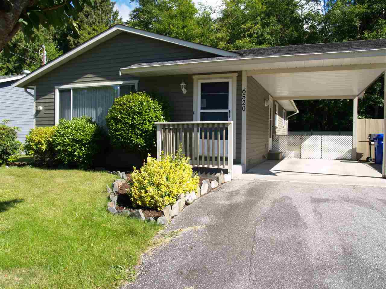 NICELY MANICURED LAWN AND SHRUBS IN LOVELY HOME IN QUIET CUL-DE-SAC