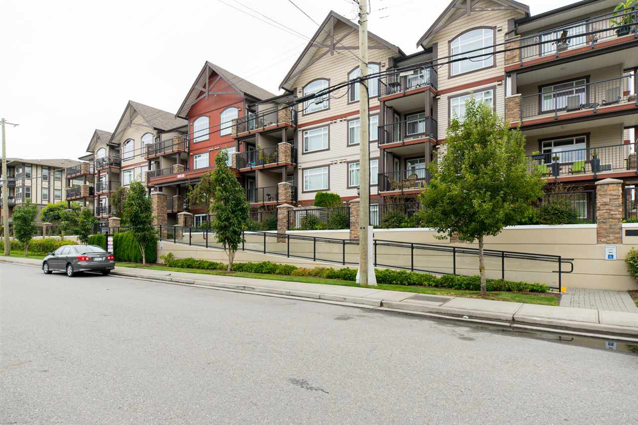 """Main Photo: 402 19939 55A Avenue in Langley: Langley City Condo for sale in """"Madison Crossing"""" : MLS®# R2095357"""