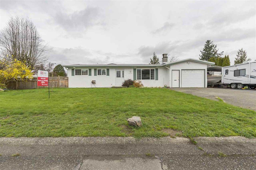 Main Photo: 46379 Angela Ave in Chilliwack: House for rent