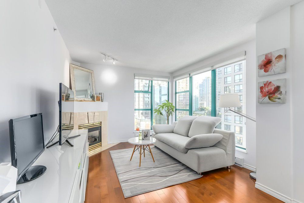 "Main Photo: 904 939 HOMER Street in Vancouver: Yaletown Condo for sale in ""PINNACLE"" (Vancouver West)  : MLS®# R2204884"