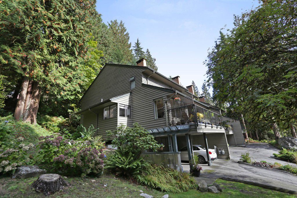 """Main Photo: 822 FREDERICK Road in North Vancouver: Lynn Valley Townhouse for sale in """"Lara Lynn"""" : MLS®# R2214486"""