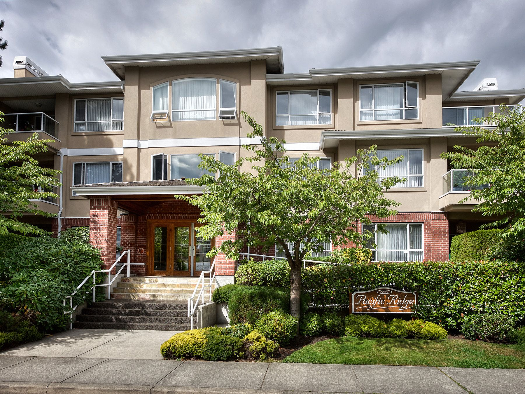 "Main Photo: 103 1131 55 Street in Delta: Tsawwassen Central Condo for sale in ""Pacific Ridge"" (Tsawwassen)  : MLS®# R2240491"
