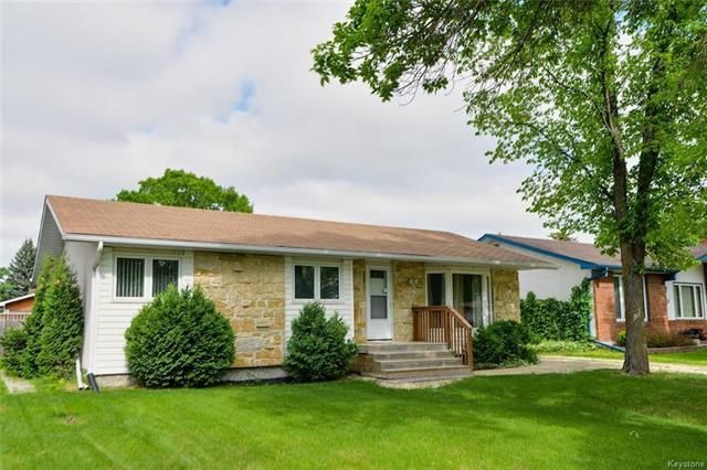 Main Photo: 7 Thornhill Bay in Winnipeg: Fort Richmond Residential for sale (1K)  : MLS®# 1814692