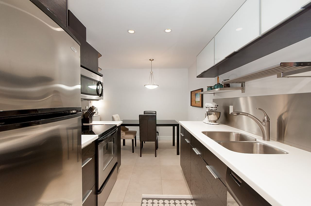 """Main Photo: 411 1405 W 15TH Avenue in Vancouver: Fairview VW Condo for sale in """"Landmark Grand"""" (Vancouver West)  : MLS®# R2313675"""