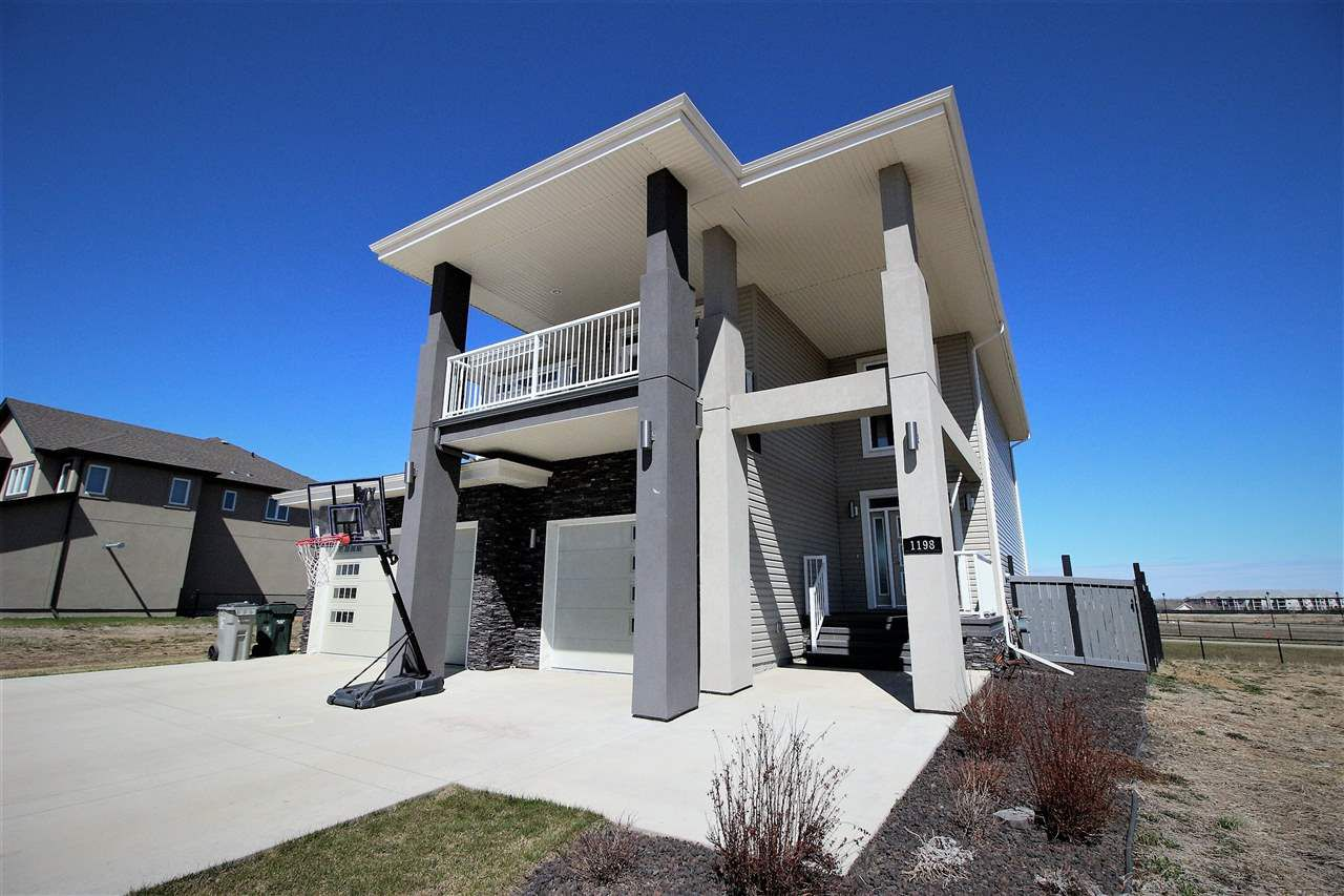 Main Photo: 1198 Genesis Lake Boulevard: Stony Plain House for sale : MLS®# E4146931