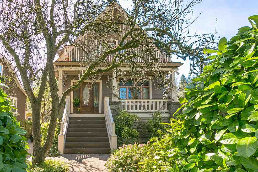 Main Photo: 906 E 20TH Avenue in Vancouver: Fraser VE House for sale (Vancouver East)  : MLS®# R2354669