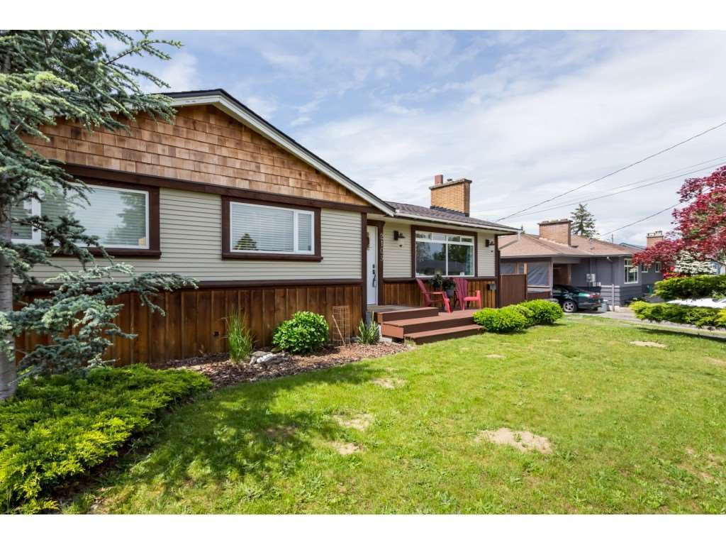 Main Photo: 2109 VINEWOOD Street in Abbotsford: Central Abbotsford House for sale : MLS®# R2370181