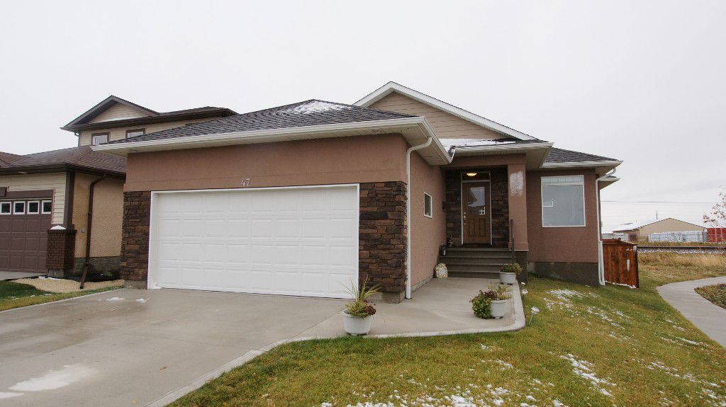 Main Photo: 47 Courageous Cove in Winnipeg: Transcona Residential for sale (North East Winnipeg)  : MLS®# 1220821