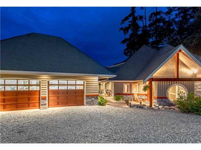 Main Photo: 746 TSAWWASSEN BEACH Road in Tsawwassen: English Bluff House for sale : MLS®# V1072466