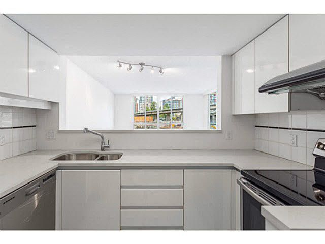 """Main Photo: 601 1500 HOWE Street in Vancouver: Yaletown Condo for sale in """"THE DISCOVERY"""" (Vancouver West)  : MLS®# V1136345"""