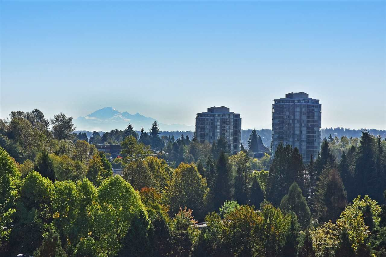 """Main Photo: 903 9623 MANCHESTER Drive in Burnaby: Cariboo Condo for sale in """"STRATHMORE TOWERS"""" (Burnaby North)  : MLS®# R2004016"""