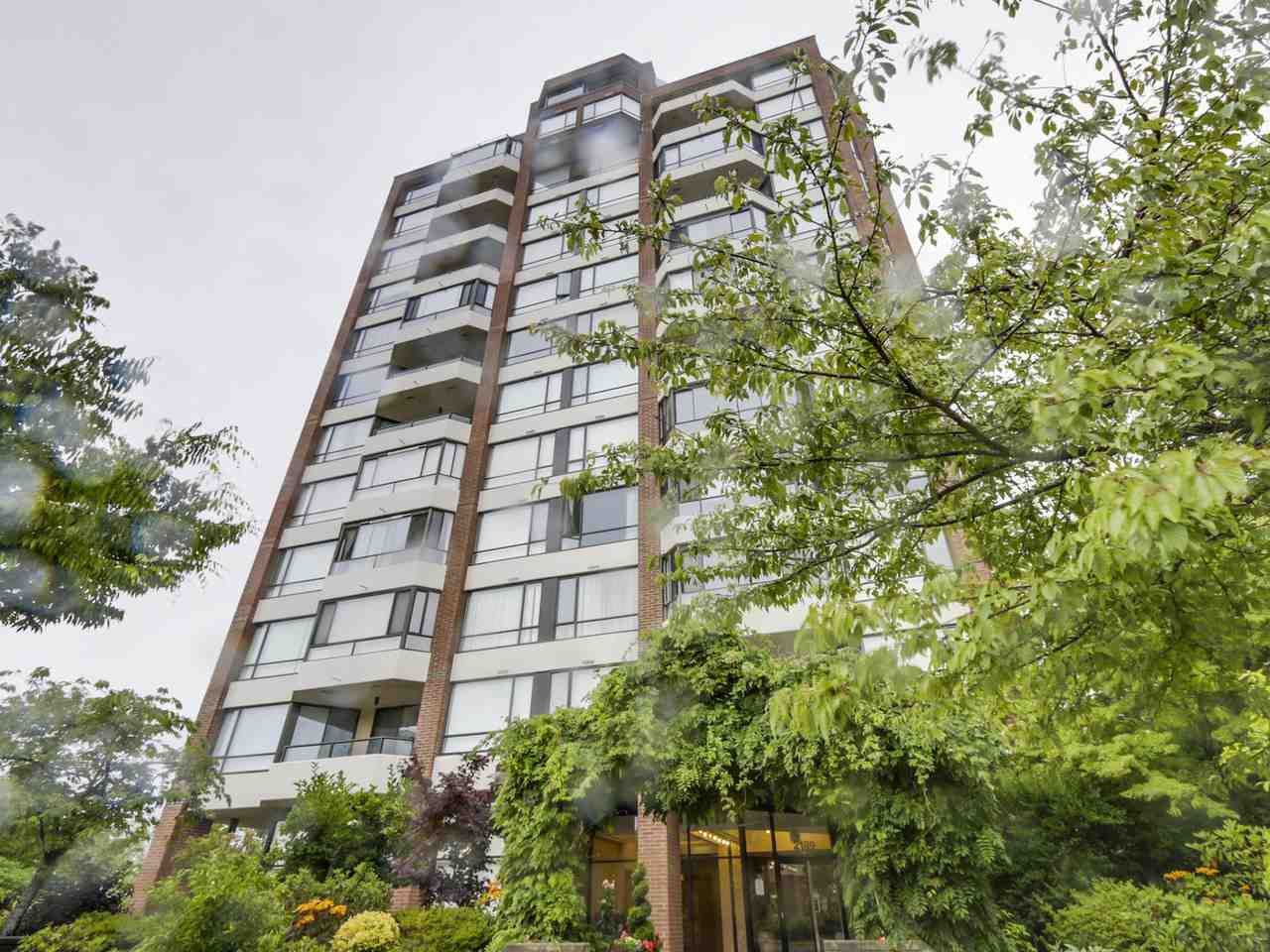 "Main Photo: 301 2189 W 42ND Avenue in Vancouver: Kerrisdale Condo for sale in ""GOVERNOR POINT"" (Vancouver West)  : MLS®# R2098848"