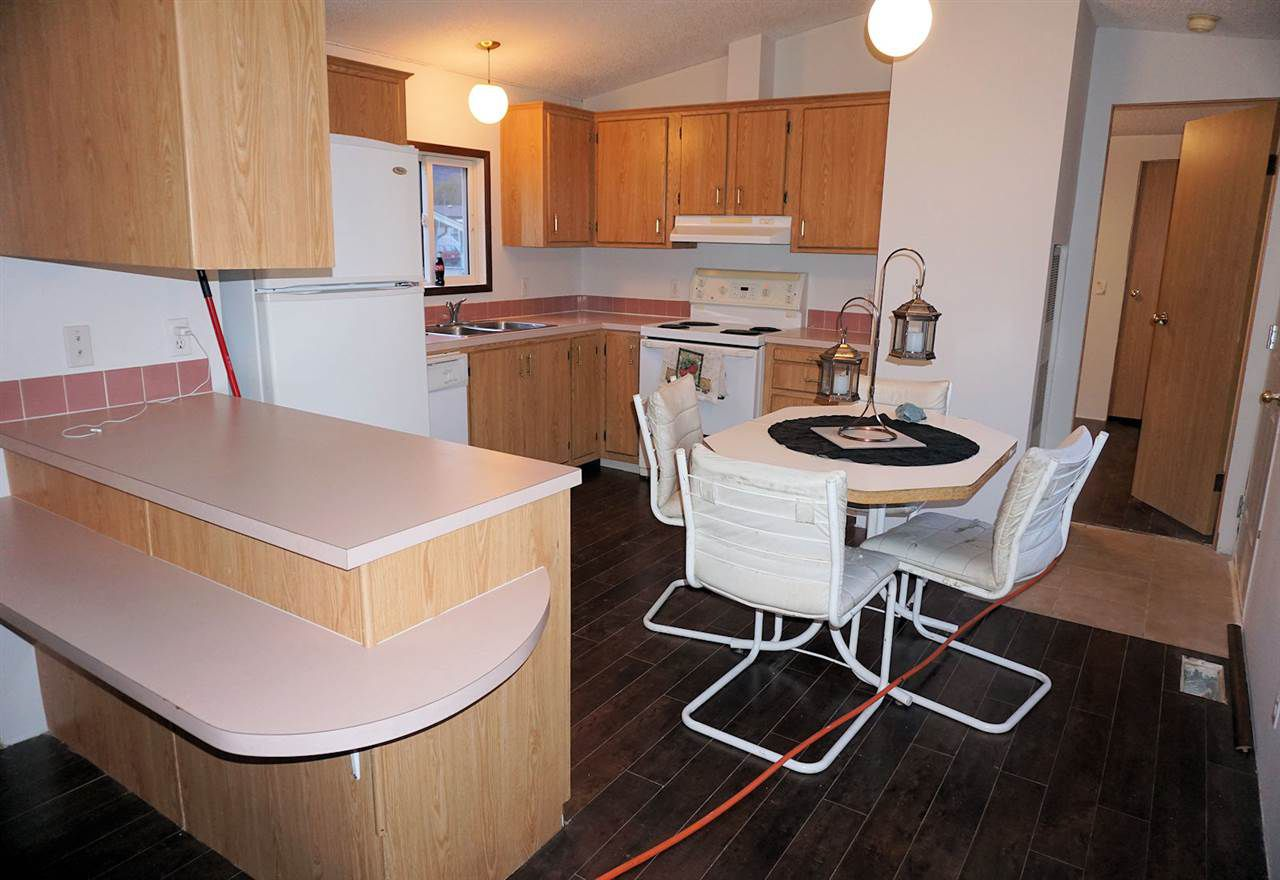 """Main Photo: 8 62790 FLOOD HOPE Road in Hope: Hope Center Manufactured Home for sale in """"SILVER RIDGE ESTATES"""" : MLS®# R2115659"""