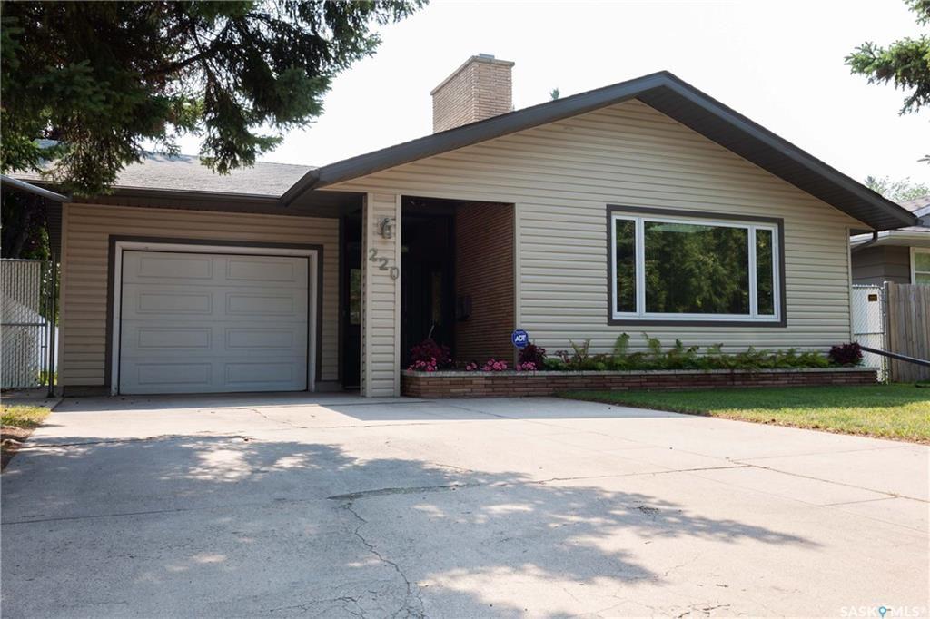 Main Photo: 220 Lake Crescent in Saskatoon: Grosvenor Park Residential for sale : MLS®# SK744275