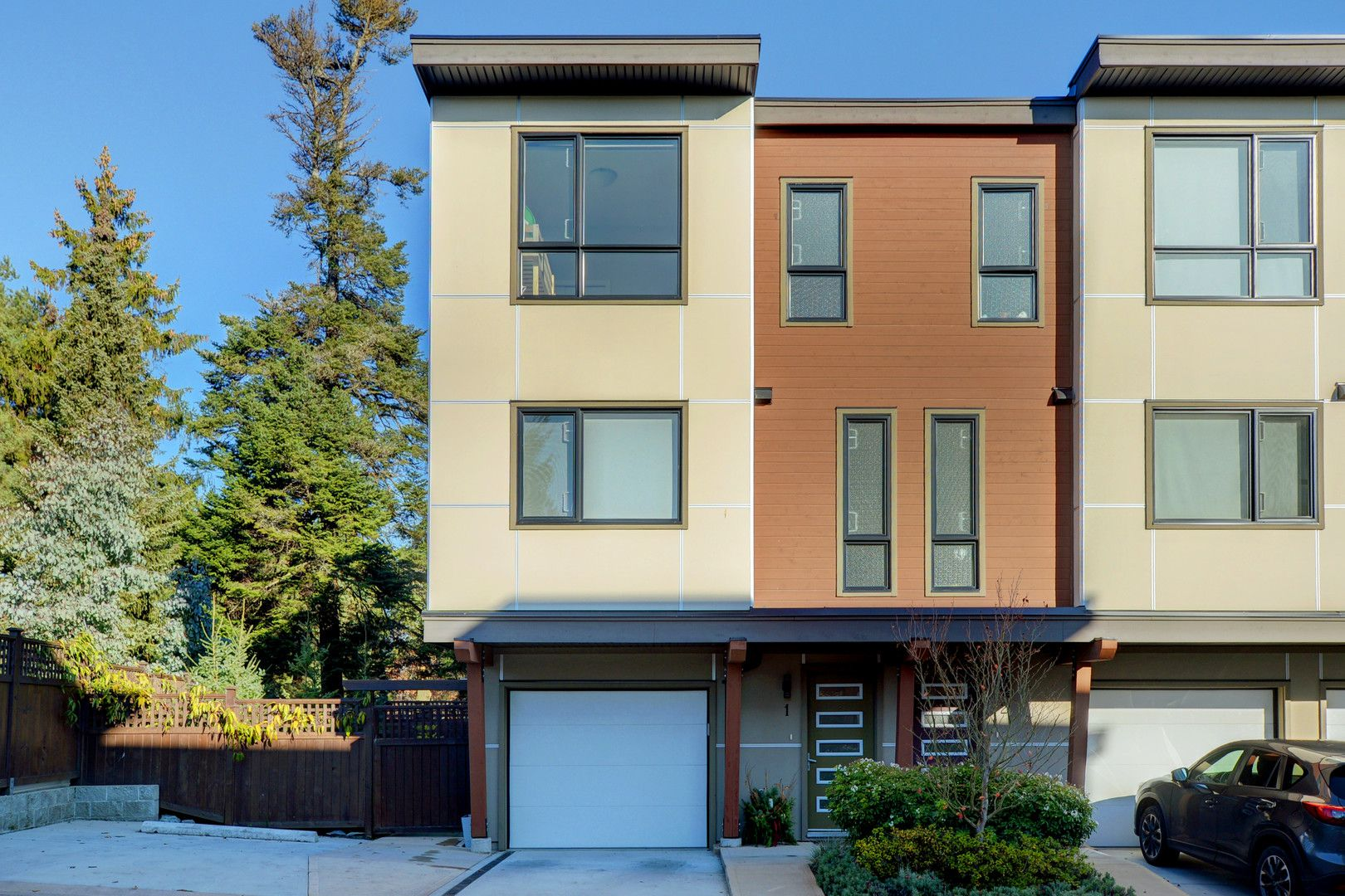 Main Photo: 1 1060 Tillicum Road in VICTORIA: Es Kinsmen Park Townhouse for sale (Esquimalt)  : MLS®# 401848