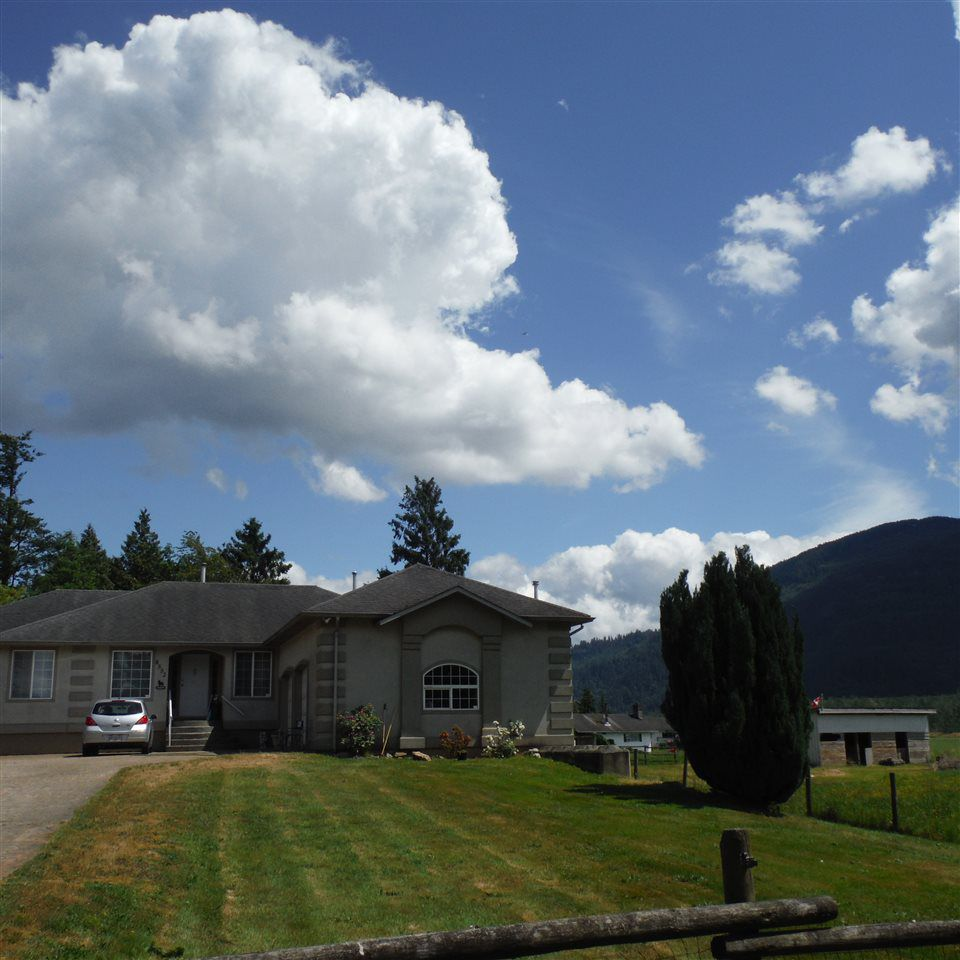 Photo 3: Photos: 8552 THOMPSON Road in Mission: Dewdney Deroche House for sale : MLS®# R2354539