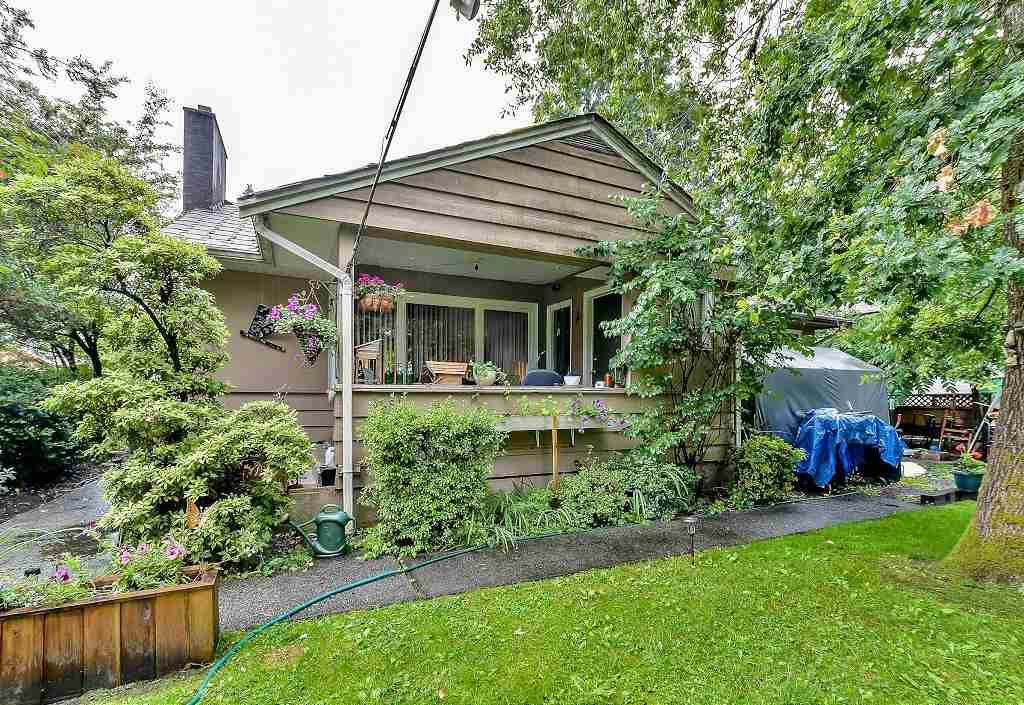 """Main Photo: 3484 LANCASTER Street in Port Coquitlam: Woodland Acres PQ House for sale in """"WOODLAND ACRES"""" : MLS®# R2085192"""