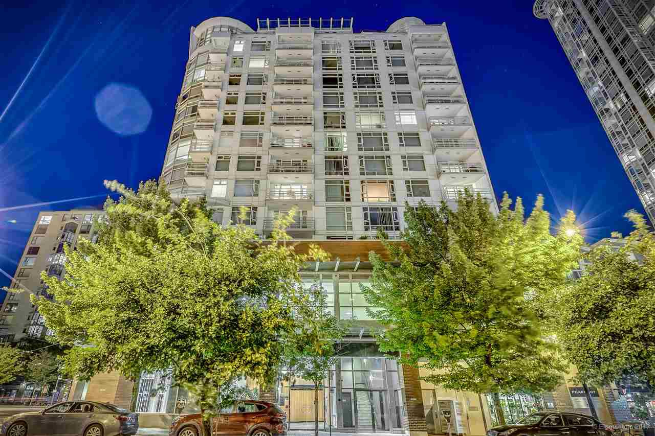 "Main Photo: 1702 189 DAVIE Street in Vancouver: Yaletown Condo for sale in ""AQUARIUS III"" (Vancouver West)  : MLS®# R2182364"