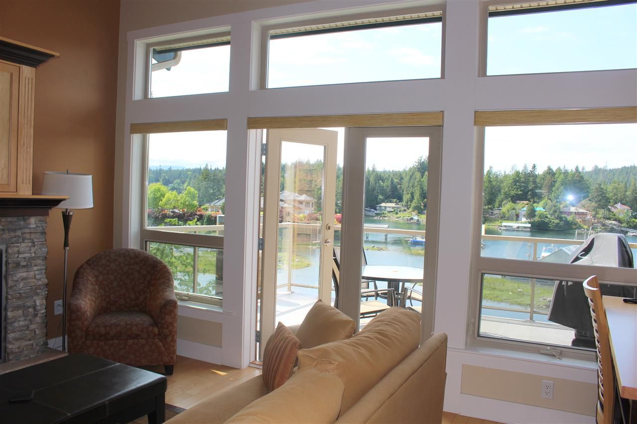 """Main Photo: 5C 12849 LAGOON Road in Pender Harbour: Pender Harbour Egmont Townhouse for sale in """"PAINTED BOAT RESORT"""" (Sunshine Coast)  : MLS®# R2254626"""