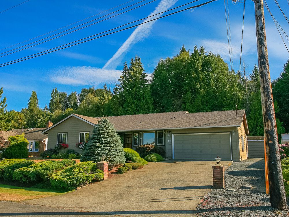 Main Photo: 1310 Lanyon Drive in French Creek: House for sale : MLS®# 397519