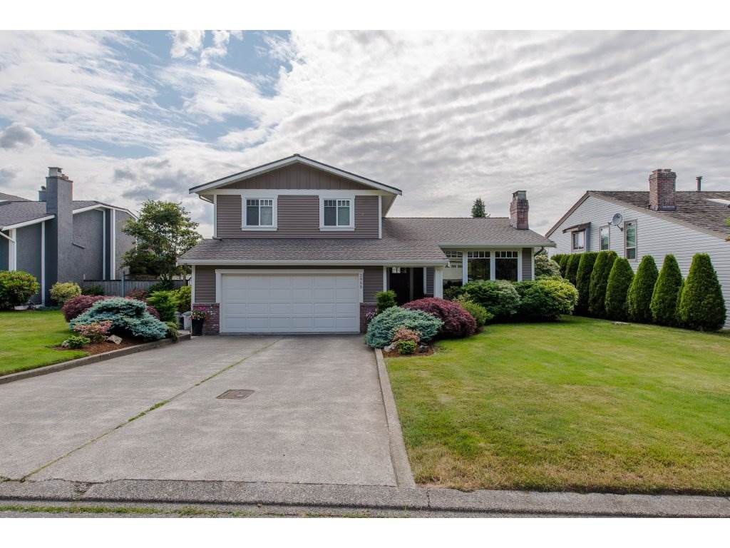 "Main Photo: 2955 GLENSHIEL Drive in Abbotsford: Abbotsford East House for sale in ""Glenridge"" : MLS®# R2273528"