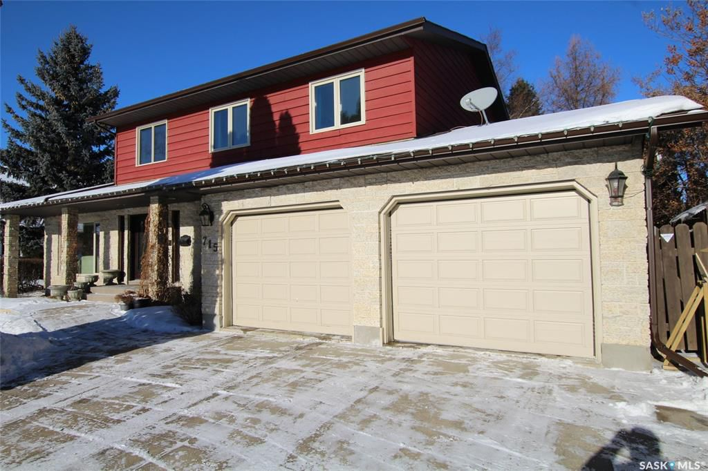 Main Photo: 715 Emerald Bay in Saskatoon: Lakeview SA Residential for sale : MLS®# SK758004