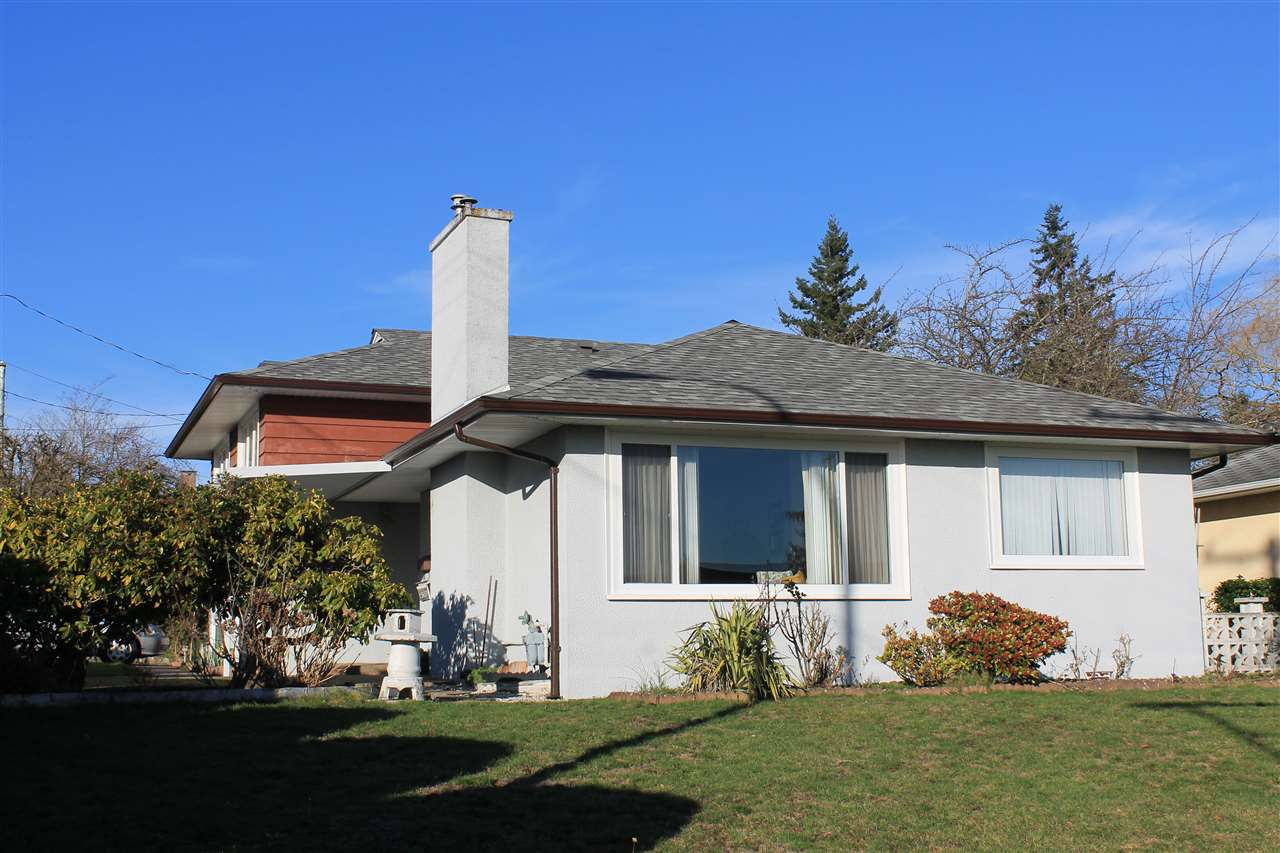 "Main Photo: 15607 BUENA VISTA Avenue: White Rock House for sale in ""White Rock"" (South Surrey White Rock)  : MLS®# R2032992"