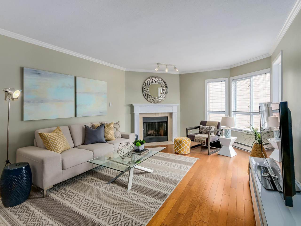 """Main Photo: 312 555 W 14TH Avenue in Vancouver: Fairview VW Condo for sale in """"CAMBRIDGE PLACE"""" (Vancouver West)  : MLS®# R2076585"""