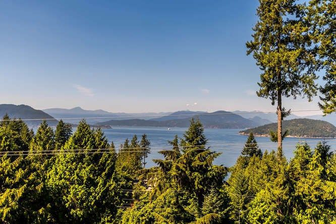 """Main Photo: 8571 SEASCAPE Lane in West Vancouver: Howe Sound Townhouse for sale in """"Seascapes"""" : MLS®# R2215232"""
