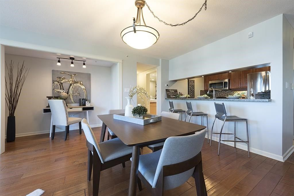 """Main Photo: 301 1288 MARINASIDE Crescent in Vancouver: Yaletown Condo for sale in """"CRESTMARK 1"""" (Vancouver West)  : MLS®# R2217125"""