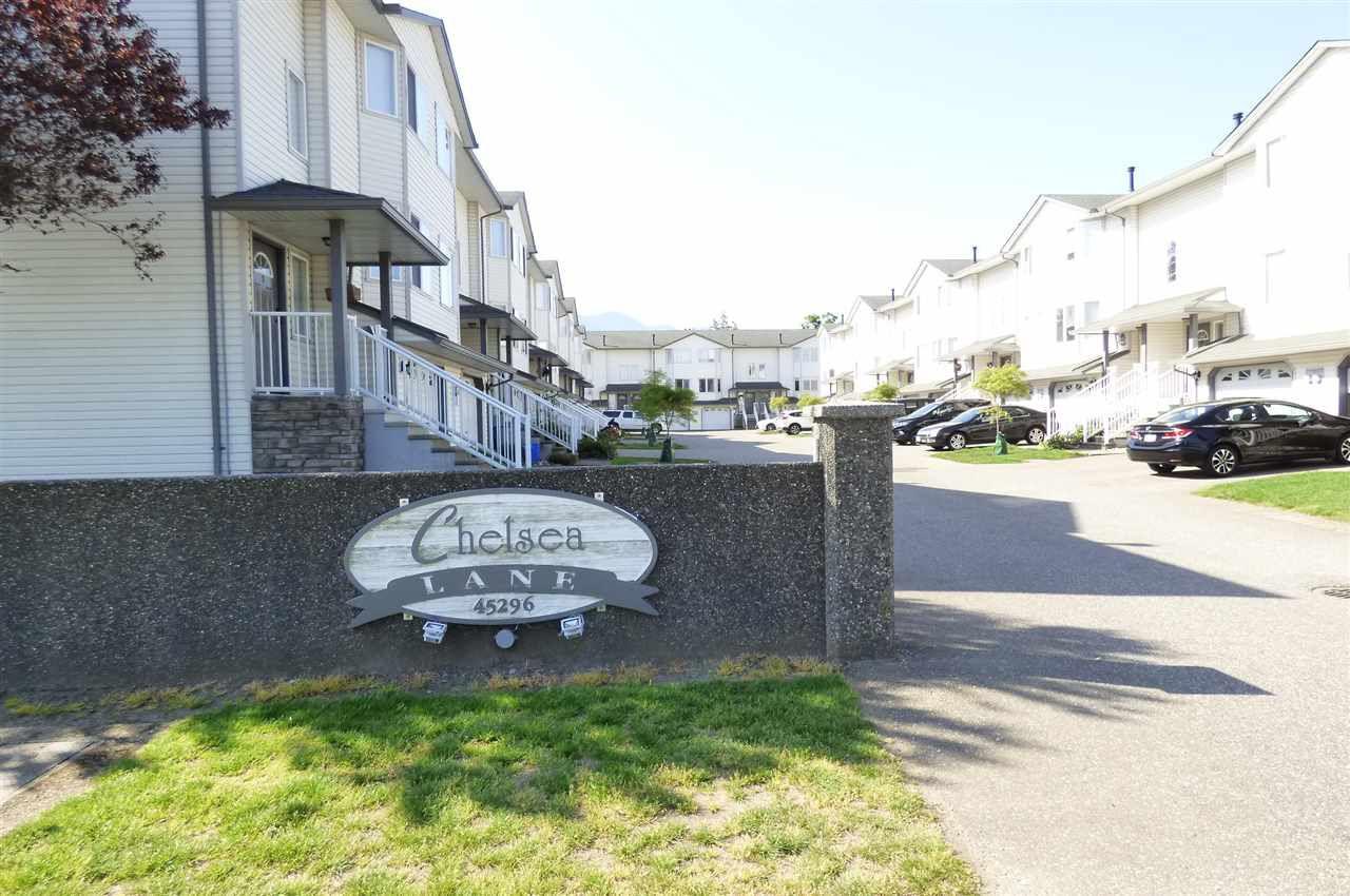 "Main Photo: 17 45296 WATSON Road in Sardis: Vedder S Watson-Promontory Townhouse for sale in ""CHELSEA"" : MLS®# R2268878"
