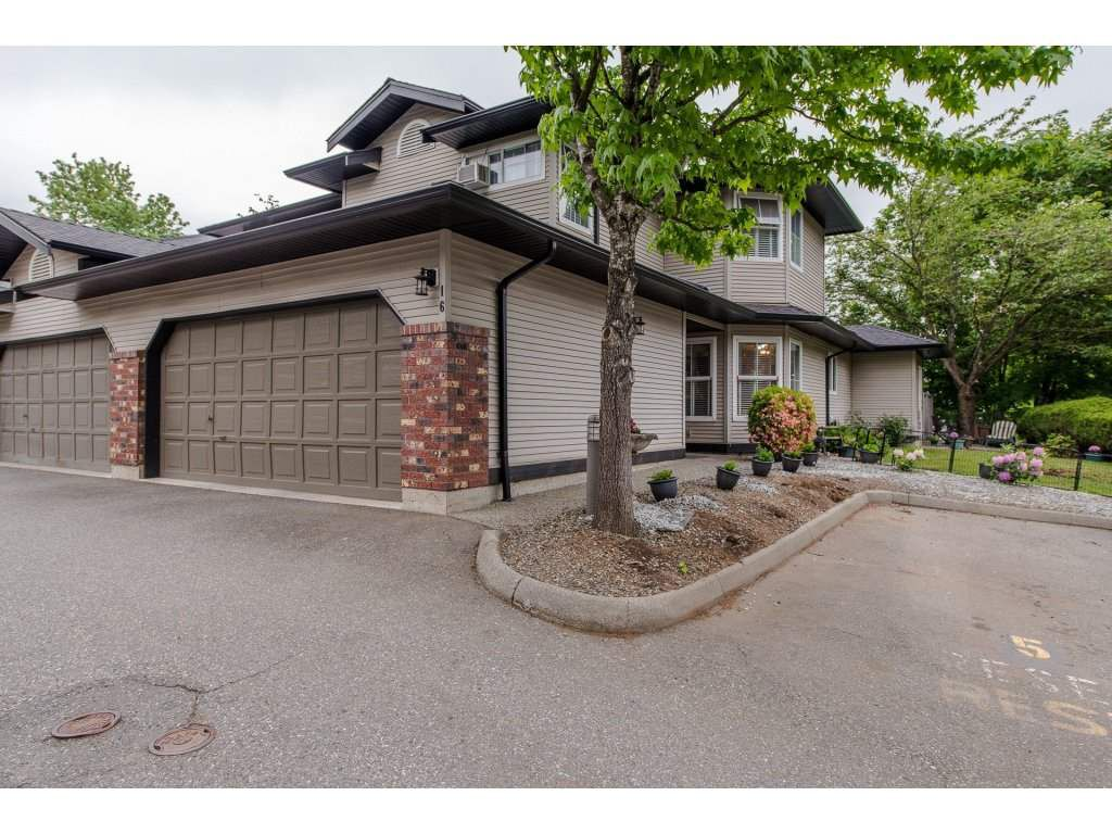 """Main Photo: 16 36060 OLD YALE Road in Abbotsford: Abbotsford East Townhouse for sale in """"Mountain View Village"""" : MLS®# R2269722"""