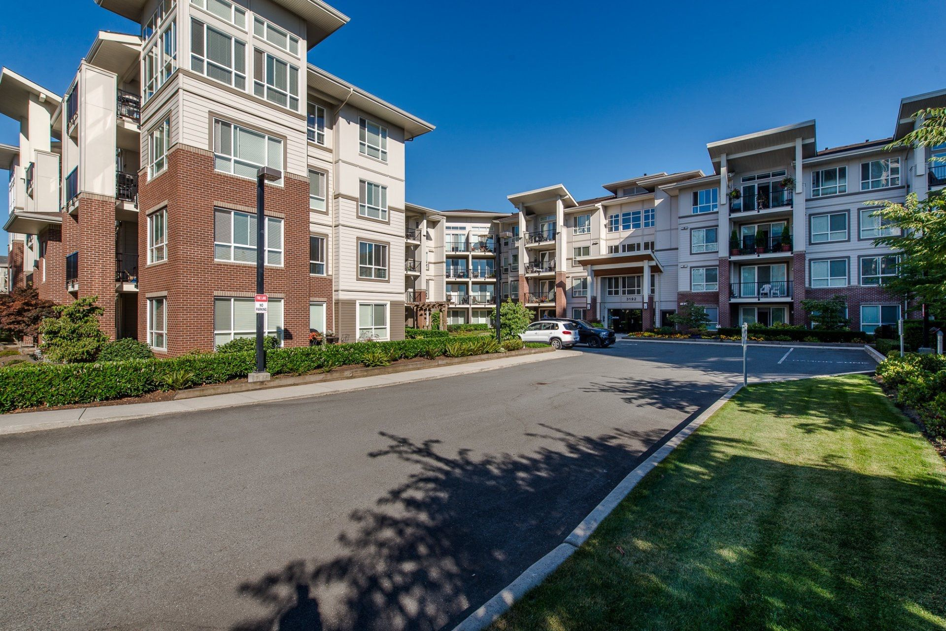 "Main Photo: 422 3192 GLADWIN Road in Abbotsford: Central Abbotsford Condo for sale in ""The Brooklyn"" : MLS®# R2300899"