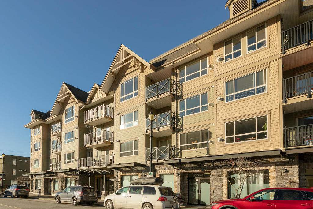 "Main Photo: 204 38003 SECOND Avenue in Squamish: Downtown SQ Condo for sale in ""SQUAMISH POINTE"" : MLS®# R2327288"