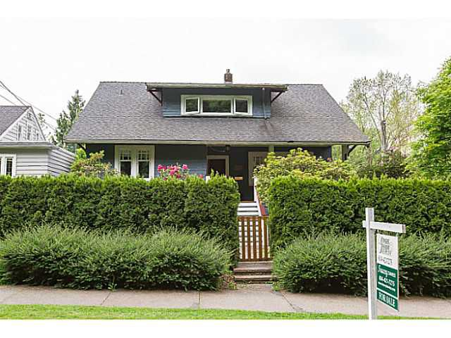"""Main Photo: 510 FIRST Street in New Westminster: Queens Park House for sale in """"QUEEN'S PARK"""" : MLS®# V1122002"""