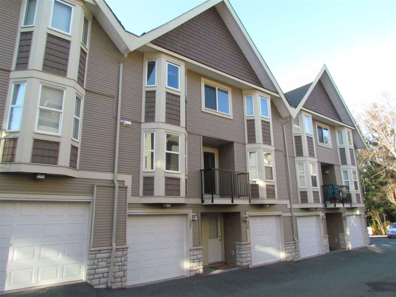 """Main Photo: 29 33313 GEORGE FERGUSON Way in Abbotsford: Central Abbotsford Townhouse for sale in """"Cedar Lane"""" : MLS®# R2030877"""