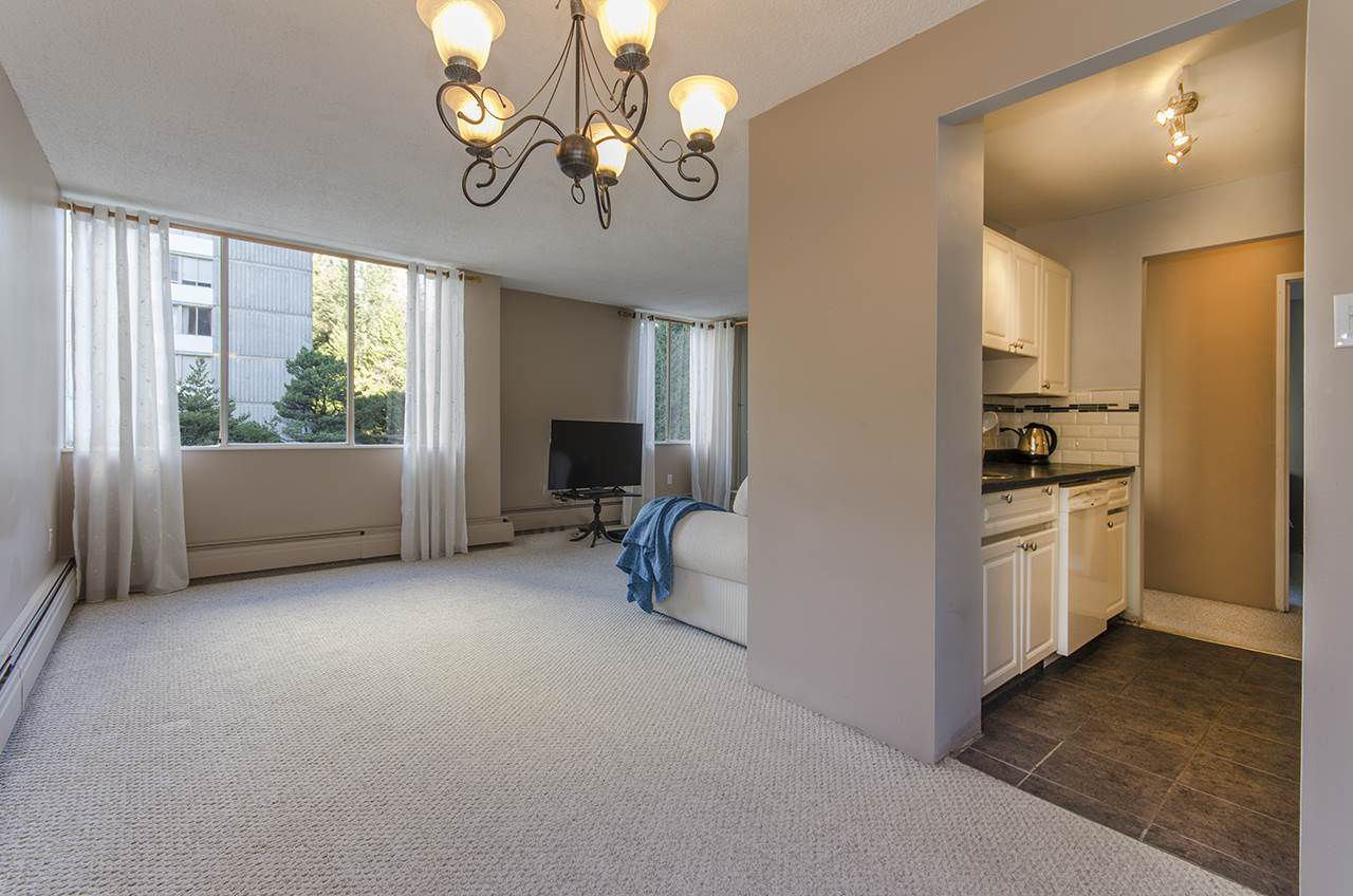 """Main Photo: 304 2004 FULLERTON Avenue in North Vancouver: Pemberton NV Condo for sale in """"WHYTECLIFF"""" : MLS®# R2033953"""