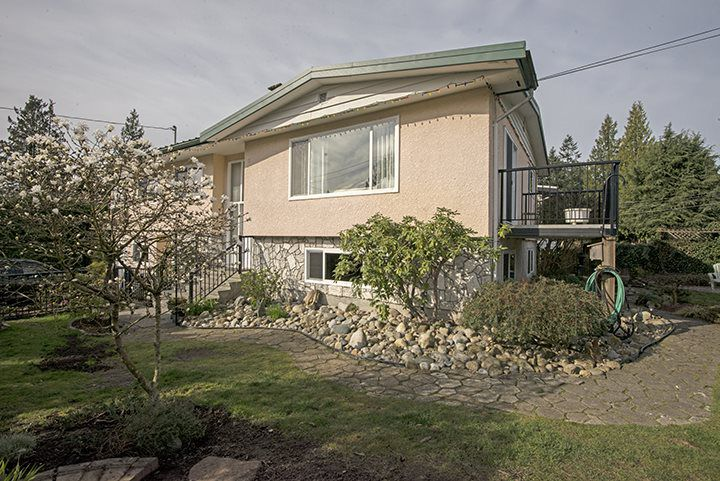 Main Photo: 536 SCHOOLHOUSE Street in Coquitlam: Central Coquitlam House for sale : MLS®# R2046785
