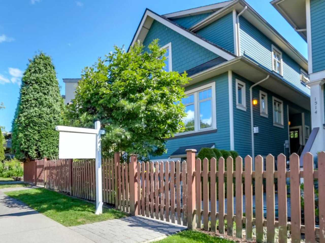 Main Photo: 1522 GRAVELEY Street in Vancouver: Grandview VE Townhouse for sale (Vancouver East)  : MLS®# R2071637
