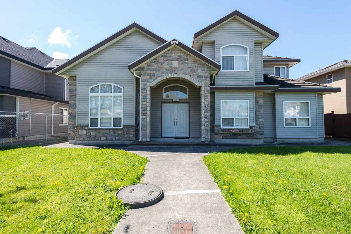 """Main Photo: 7121 132 Street in Surrey: West Newton House for sale in """"WEST NEWTON"""" : MLS®# R2157999"""