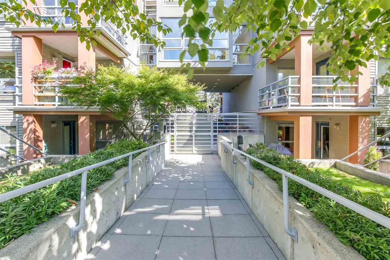 """Main Photo: 410 3161 W 4TH Avenue in Vancouver: Kitsilano Condo for sale in """"BRIDGEWATER"""" (Vancouver West)  : MLS®# R2199188"""