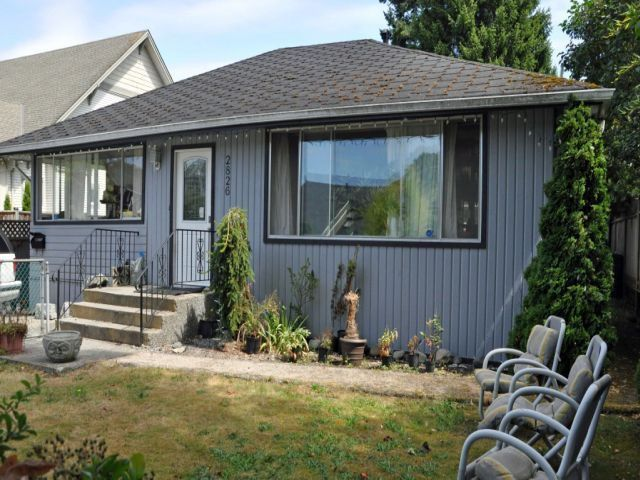 "Main Photo: 2826 MCBRIDE Avenue in Surrey: Crescent Bch Ocean Pk. House for sale in ""Crescent Beach"" (South Surrey White Rock)  : MLS®# F1404362"