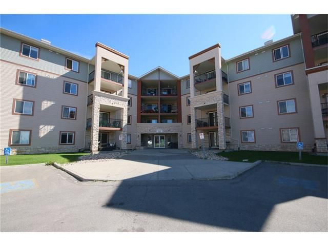 Main Photo: 2301 505 RAILWAY Street W: Cochrane Condo for sale : MLS®# C4027722