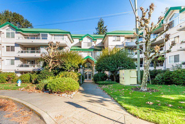 "Main Photo: 105 2750 FAIRLANE Street in Abbotsford: Central Abbotsford Condo for sale in ""The Fairlane"" : MLS®# R2115412"