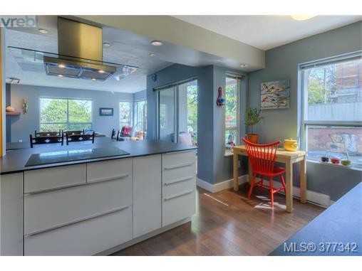 Main Photo: 206 1500 Elford Street in VICTORIA: Vi Fernwood Residential for sale (Victoria)  : MLS®# 377342