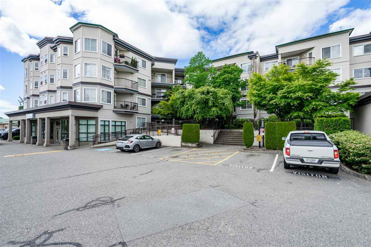 "Main Photo: 312 5759 GLOVER Road in Langley: Langley City Condo for sale in ""College Court"" : MLS®# R2274234"