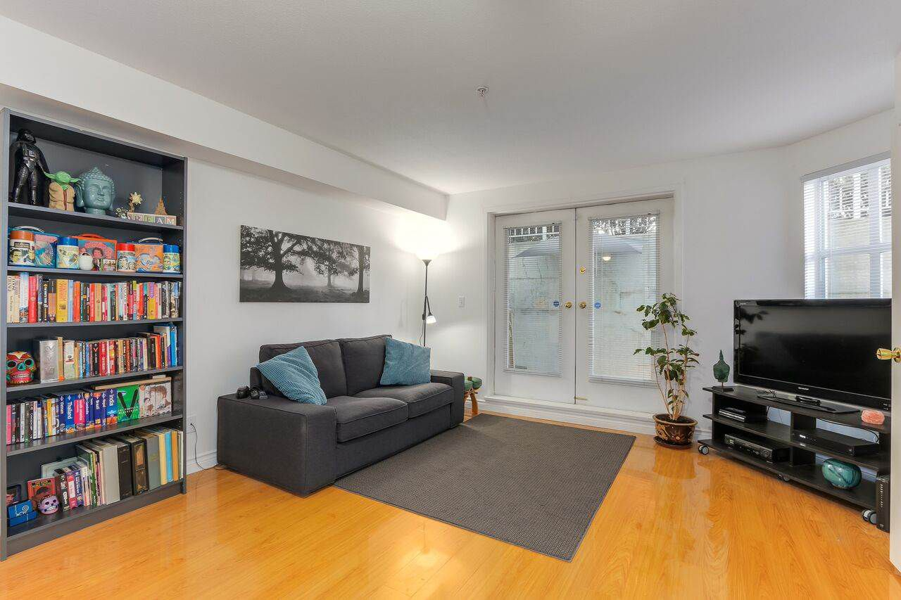 """Main Photo: 105 10533 UNIVERSITY Drive in Surrey: Whalley Condo for sale in """"GRANDVIEW COURT"""" (North Surrey)  : MLS®# R2283886"""